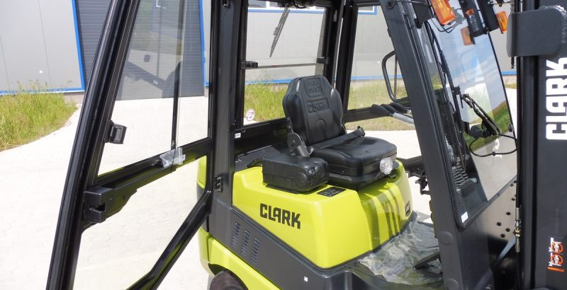 Clark C15 cab kit, cabin, kabina, cabine P108028110