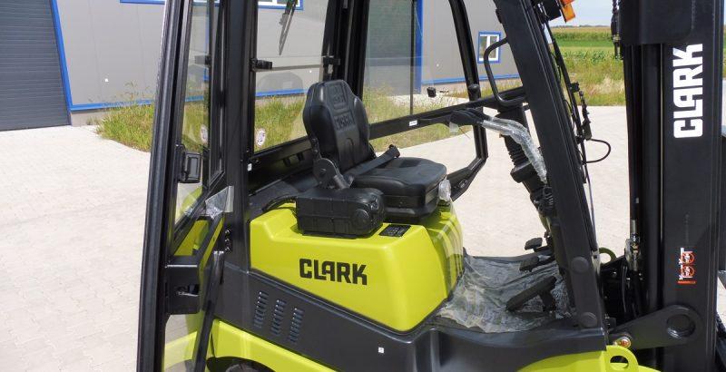 Clark C15 cab kit, cabin, kabina, cabine P108028211