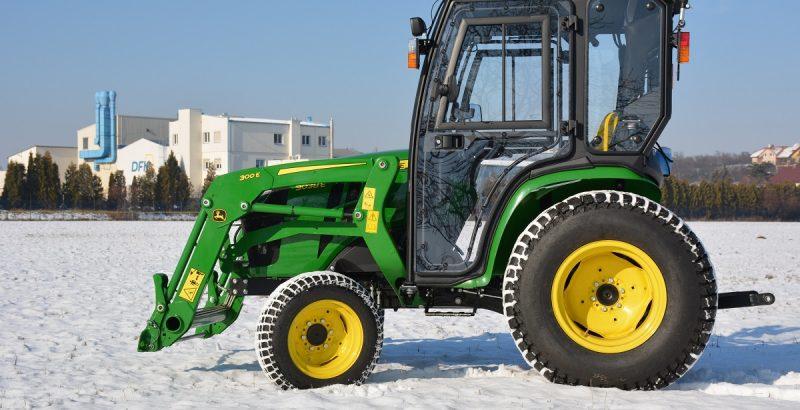 JOHN DEERE 3038E traktor cab 1