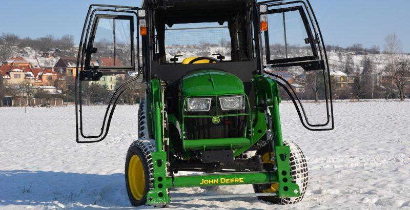 JOHN DEERE 3038E traktor cab 2