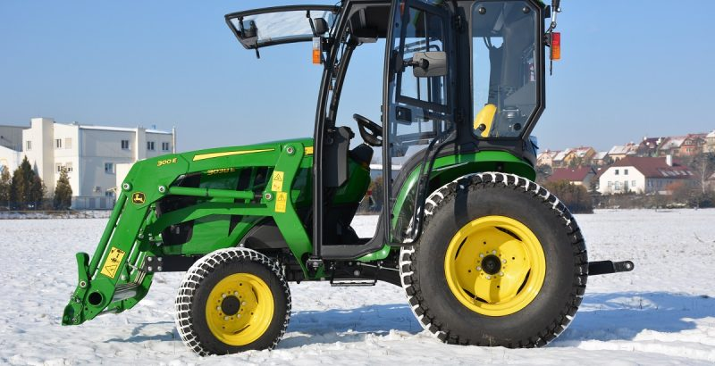 JOHN DEERE 3038E traktor cab 3